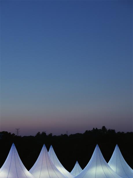 Les extraterrestres ont installés leurs tentes dans un théâtre de verdure à Pornic